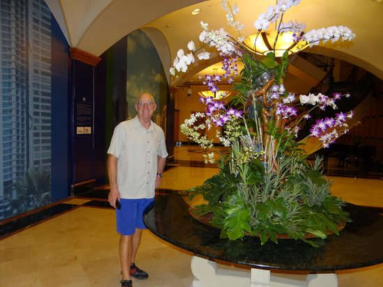 Panama Marriott Hotel: The beautiful lobby real orchid display