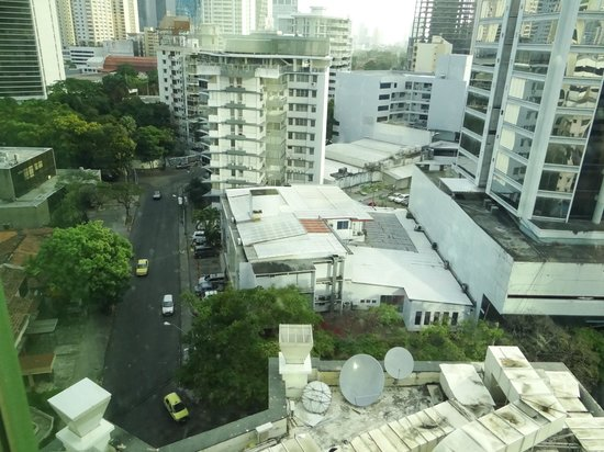 Panama Marriott Hotel : The view down to the street
