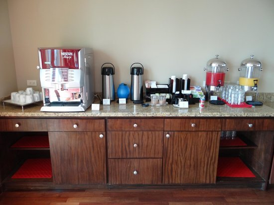 Panama Marriott Hotel : Coffee and tea area of executive lounge