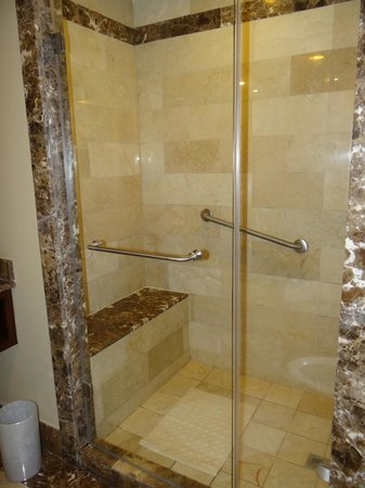 Panama Marriott Hotel : The big clean executive room shower