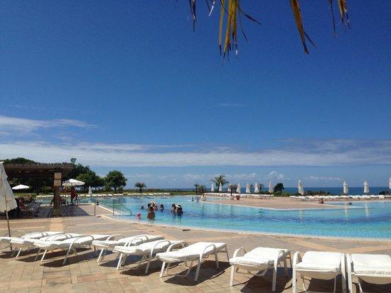Club Med Trancoso: Piscina e Mar.