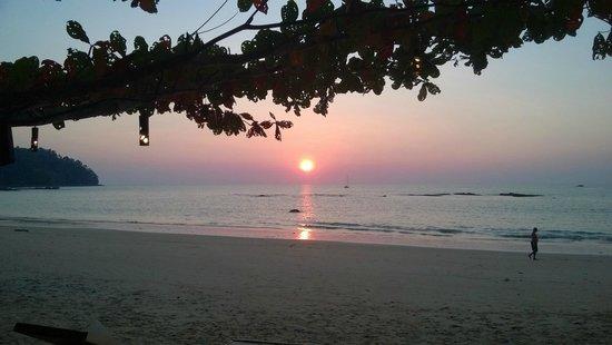 Khaolak Wanaburee Resort: Sunset moment