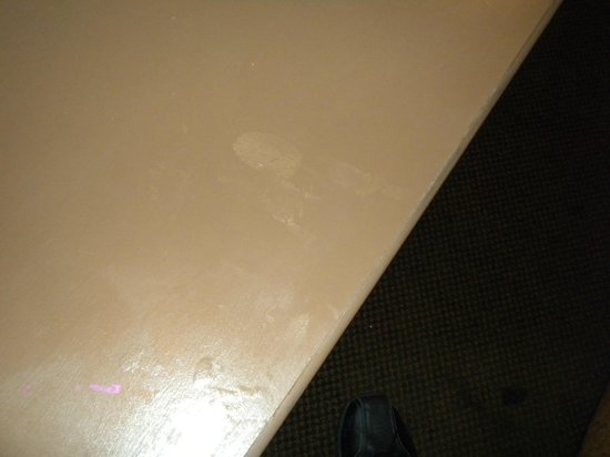 Siena Suites : Stained table.