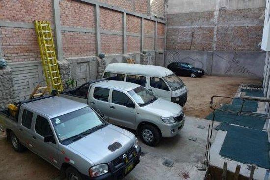 Ensueño Hotel: Car park