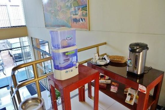 Ensueno Hotel: Hot drink counter in lobby