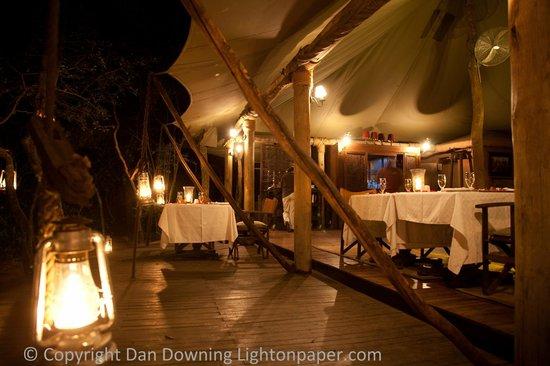 andBeyond Bateleur Camp: Dinner Atmosphere