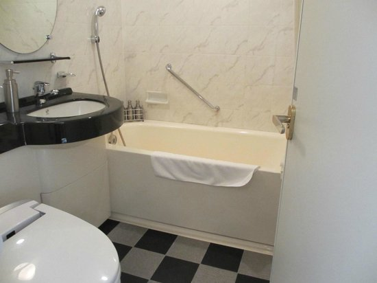 Hotel Trusty Shinsaibashi: バスルーム
