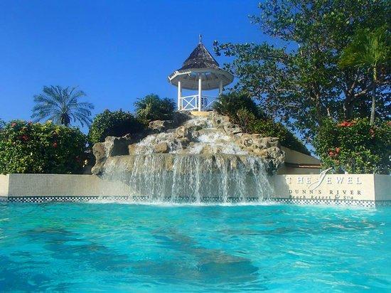 Jewel Dunn's River Beach Resort & Spa, Ocho Rios,Curio Collection by Hilton: Main pool - gorgeous
