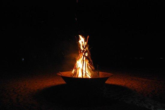 Nikoi Island: un soir à la plage