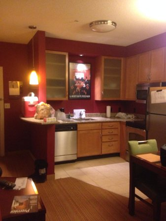 Residence Inn Toledo Maumee: Kitchen in the 1 bedroom suite