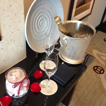 Four Seasons Hotel Hong Kong: Welcome
