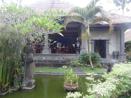 Tanah Merah Art Resort : restaurant pour déjeuner et dîner