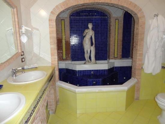 La Tonnarella: bagno suite
