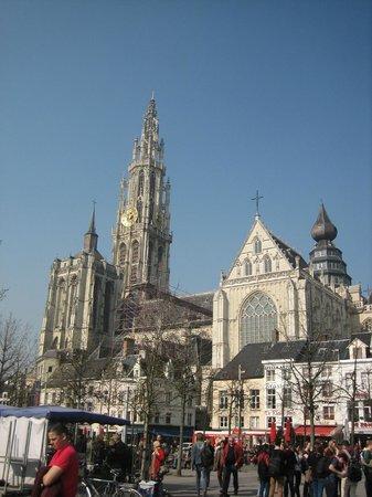Liebfrauenkathedrale (Onze-Lieve-Vrouwekathedraal): Вид на собор.