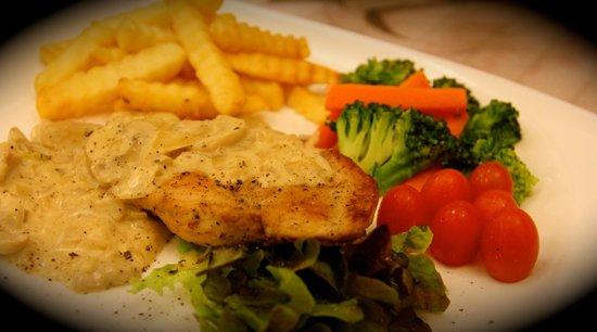 Tapas & Cheese: chicken steak white cream mushroom sauce