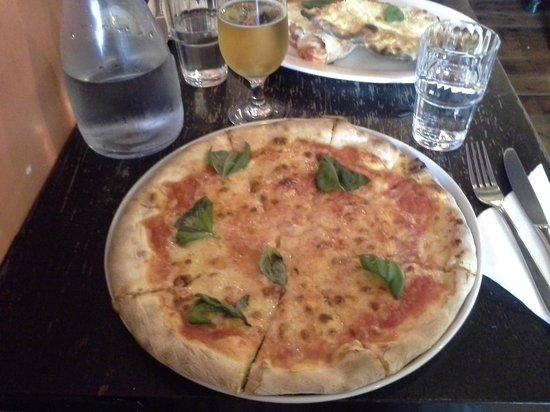 Pizzeria Napoli margarita
