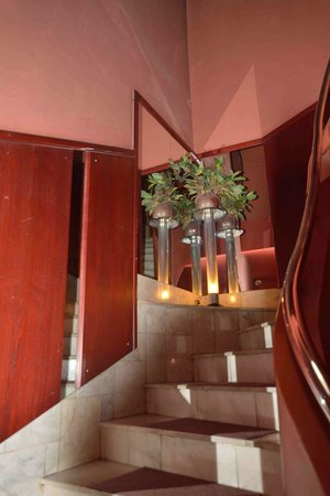 Hotel Man-Tess: Лестница отеля