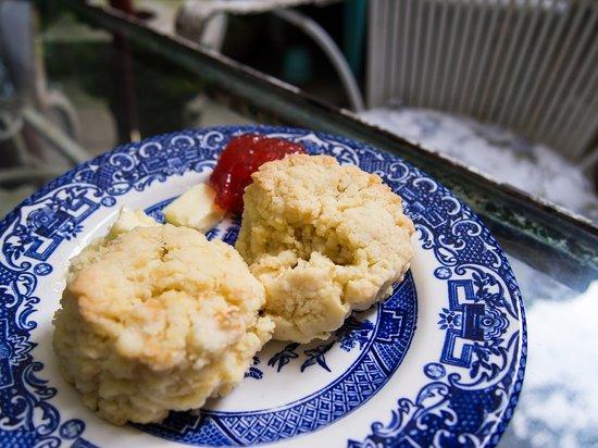 Kennebec Inn: Breakfast Scones