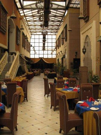 Royal Hotel & Suites: Ресторан