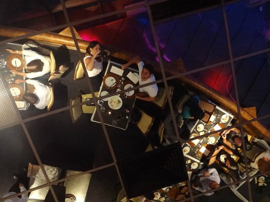 Giratorio Restaurant: vista do salao refletida no teto