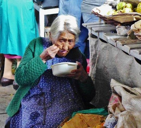 Mercado Central de San Pedro : Granny at lunch