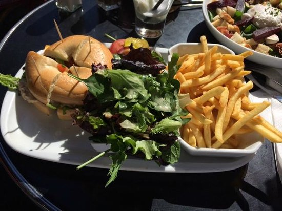Indiana Café - Montparnasse : tuna baget with half fries and half salad