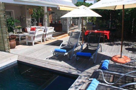 Sea Breeze: outdoor pool area