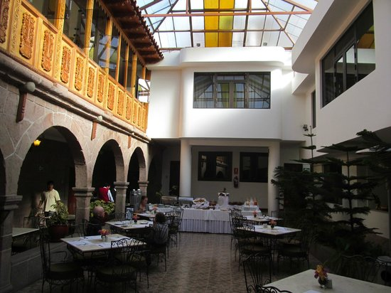 Terra Andina Colonial Mansion: Dining area in the central courtyard