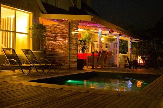 Sea Breeze: nightime shot of outdoor lounge area