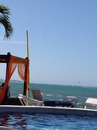 Velero Beach Resort: Kite boarders in the distance