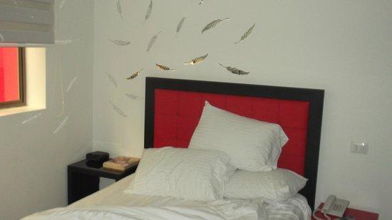 Hotel Merlott Lleras: la testata della camera da letto