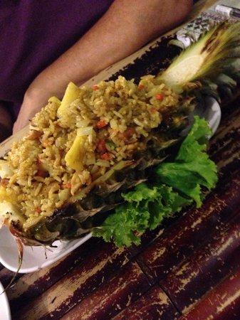 Ao Nang Boat Noodle : Stir fry in a pineapple (u$s 4)