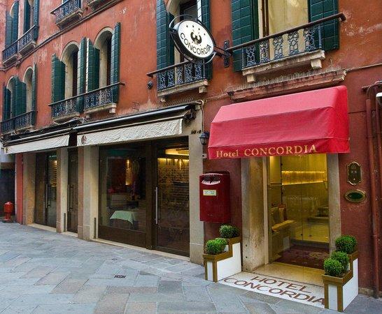 Hotel Concordia: Outside