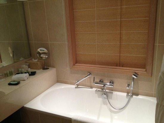 The Westin Resort, Costa Navarino: our bathroom