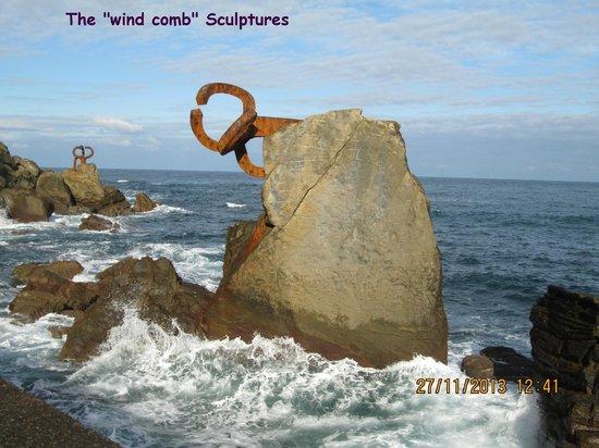 Peine del Viento : Wind comb sculpture