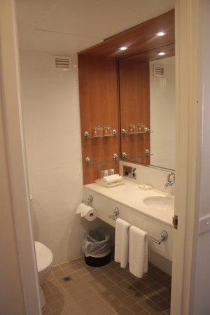 Holiday Inn Old Sydney : View of Bathroom