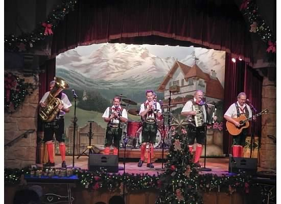 Biergarten Restaurant : The band