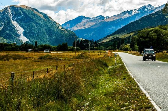 Routeburn Track : Drive from Queenstown to The Routeburn Shelter