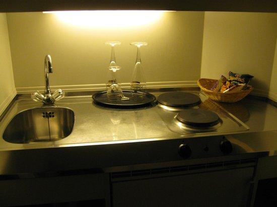 Leonardo Hotel Muenchen City West: Little Kitchen