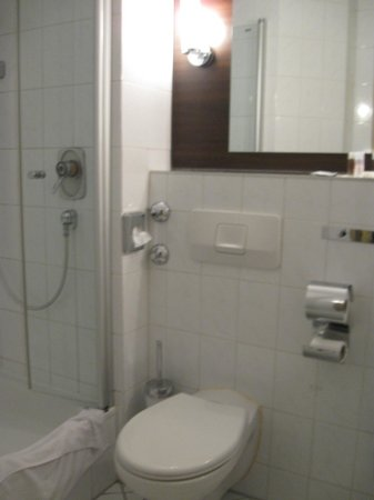 Leonardo Hotel Muenchen City West : Bathroom