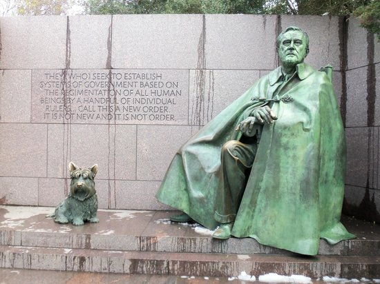 Franklin Delano Roosevelt Memorial: Roosevelt with his dog
