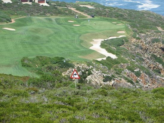 Pinnacle Point Beach and Golf Resort: Aim left and let the ball drift back