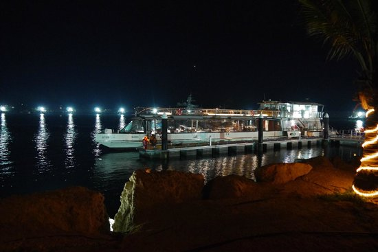 JA Jebel Ali Beach Hotel : Divaz, floating fish restaurant