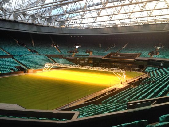 Wimbledon Lawn Tennis Museum: Centre Court with roof closed.