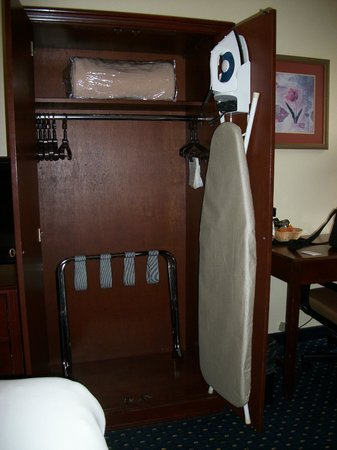 SureStay Plus Hotel Chicago Lombard: Armoire with iron, board, blanket & luggage rack
