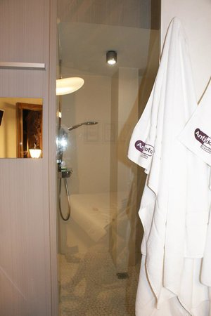 Antídoto Rooms: Powerful Shower