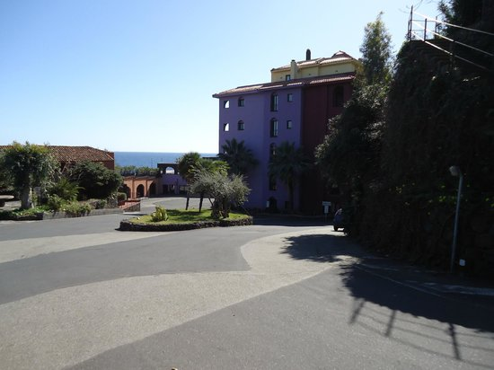 Hotel Santa Tecla Palace: Coming down with the car on our arrival