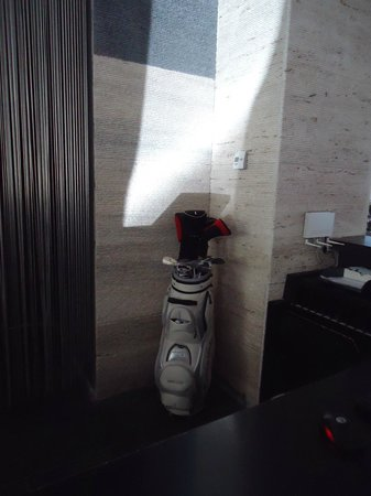 Hotel Santa Tecla Palace: Golf equipment at the reception Free for guests