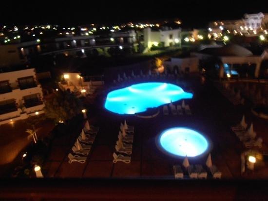 Gran Castillo Tagoro Family & Fun: quiet pool by spa at night