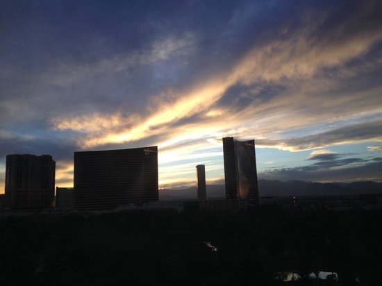 Renaissance Hotel Las Vegas : View of Wynn, encore & Trump